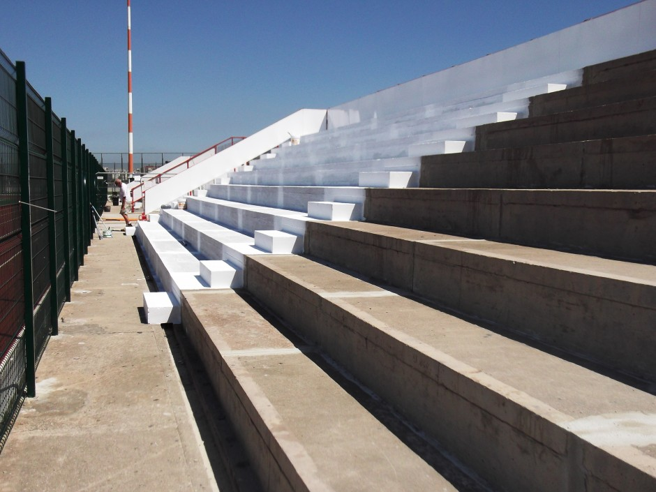 Stand Seating